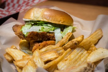 Famous Dave's Hand Breaded Fried Chicken Sandwich 2geekswhoeat.com #sandwich #bbq
