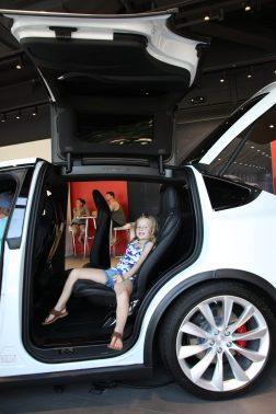 Signe provsitter en Tesla i Kansas City
