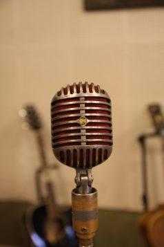 The very mic som bl.a. Elvis och Cash använde när de spelade in sina största hits