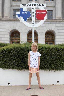 I Texarkana kan man stå med en fot i Arkansas och en i Texas
