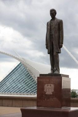 Lincoln framför Milwaukees konstmuseum
