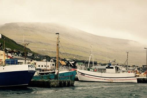 Lämnar hamnen i Klaksvik