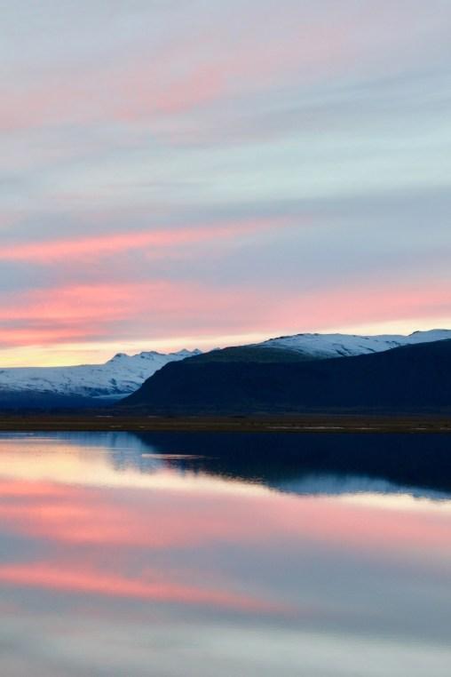 Vacker solnedgång på östra Island