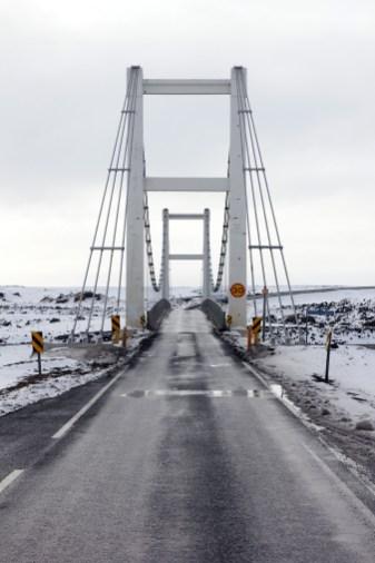 En av många enfiliga broar