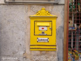 Correos in the wall
