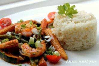 Mit dem Beitrag Tonia vonBacken macht frohwurde es asiatisch: sie zauberteGemüse-Curry mit Garnelen.