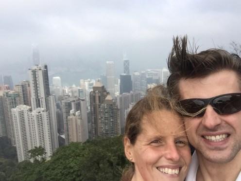 Auf dem Victoria Peak mit Sicht über die Hong Kong Bay