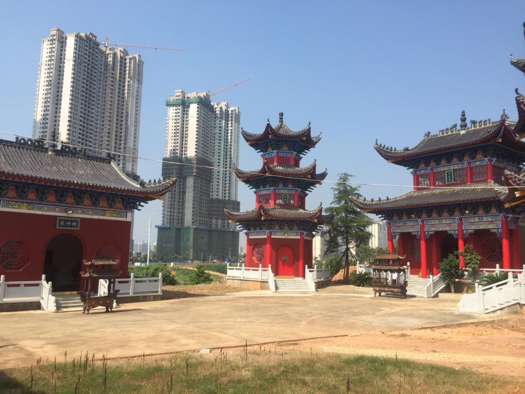 2langnaseninchina_tempel1.jpg