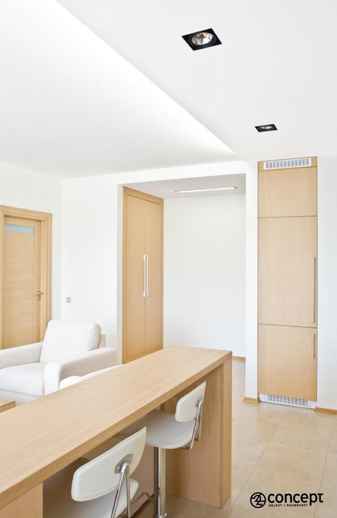 moderner offener Wohnraum mit Einbaustauräume