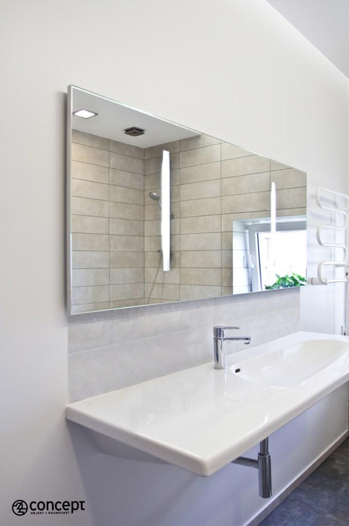 Großer Spiegel im Bad