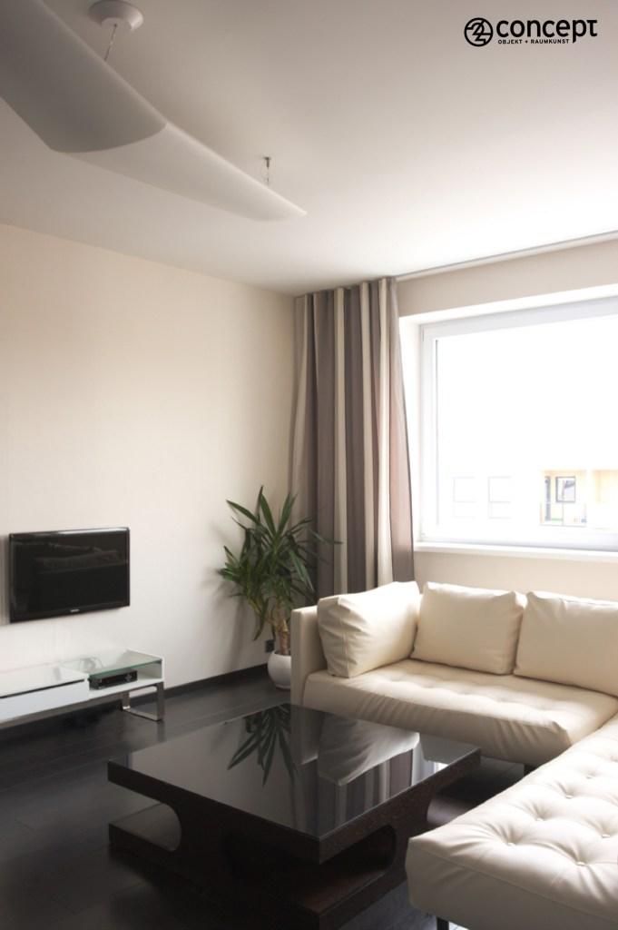 der gemütliche kleine Wohnzimmer in braun-beige
