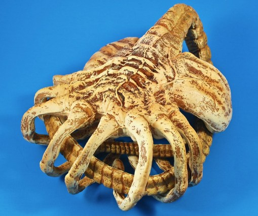 facehugger posable replica