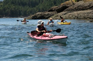 Linda, Jaynie, Ivona and Pipo paddling through the Red Islets.