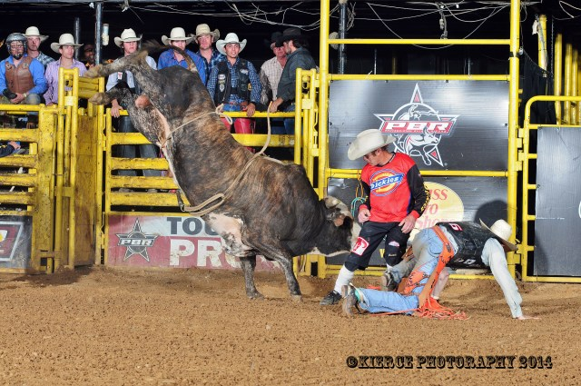 """Hot Rod"" Todd Yarbrough saving Jason Malone's bacon after bucking off of 128 ""Dirt Peddler"""