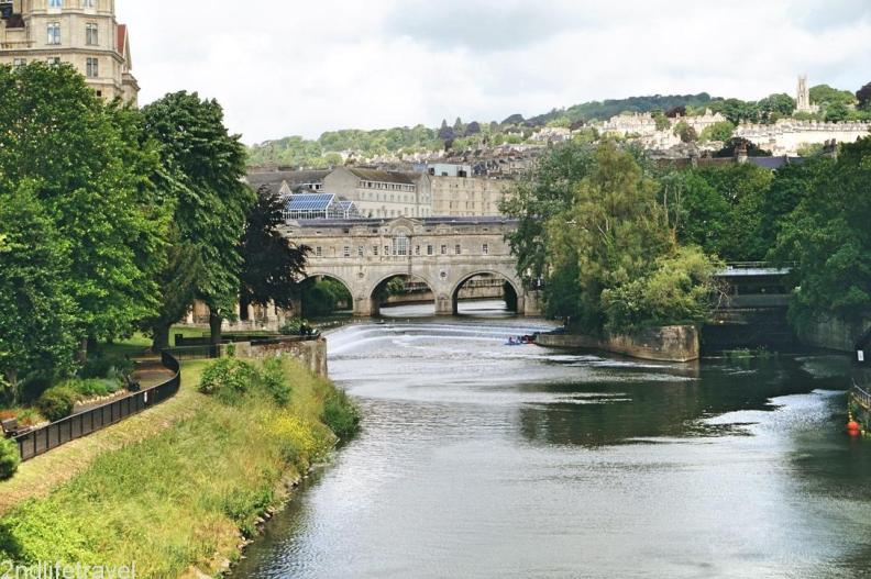 This image has an empty alt attribute; its file name is riveravon2.jpg