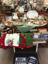 Set a Vintage Christmas table