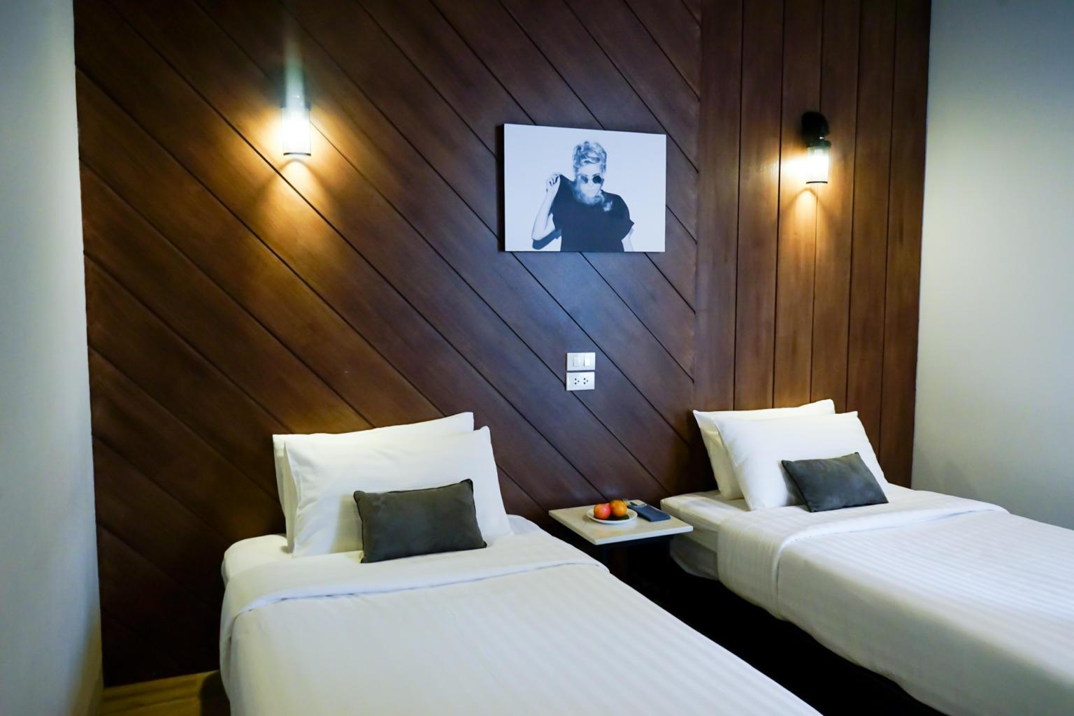 我們這次入住的是羅德曼飯店標準雙床房型,一個晚上價位大約在$1800左右,房間不是很大,但是房間整齊乾淨,採光不錯。