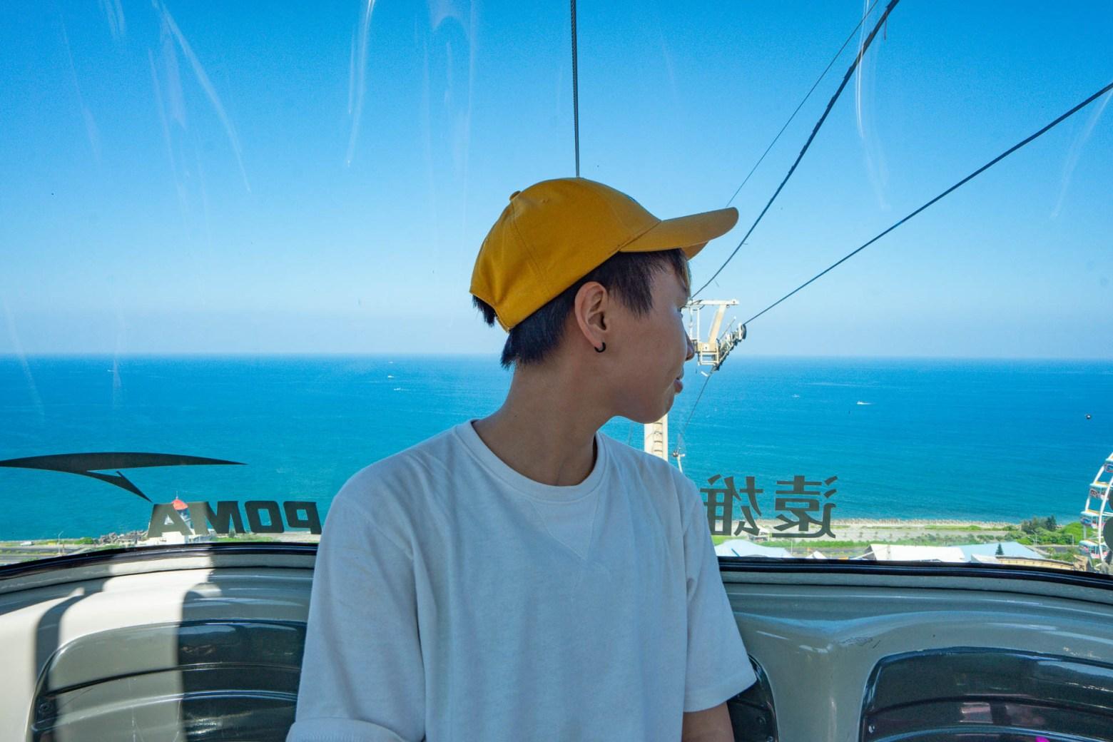 晴空纜車上,能遠眺太平洋海天一色的風景