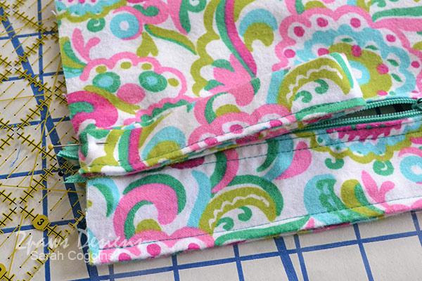 Small Vinyl Organizer Bag Tutorial: Fabric Position Strap