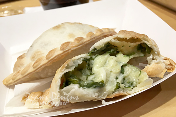 Makus Empanadas: Spinach & Cheese