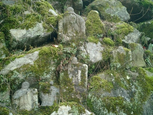 This image has an empty alt attribute; its file name is koriyama-castle-stone-wall.jpg