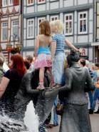 2011-05-22 Lüchow Spargelsonntag nami 026 Kinder_Brunnen
