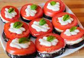 Баклажаны с помидорами, запеченные с сыром и чесноком ...