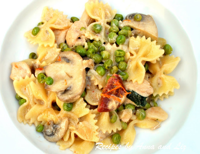 Pasta with Chicken, Peas, Mushrooms and Sun Dried Tomaotes by 2sistersrecipes.com