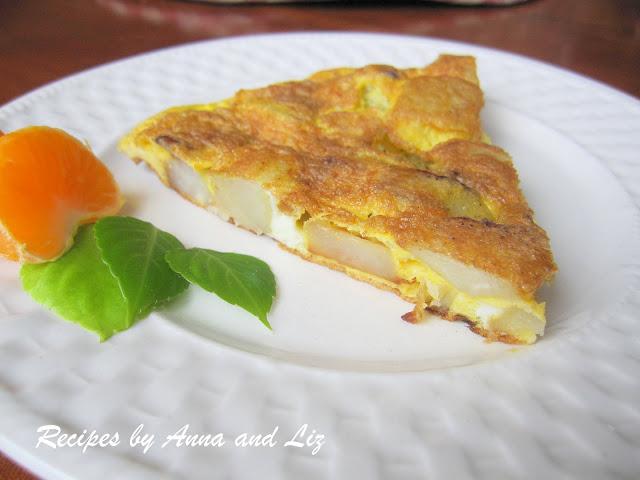 Mom's Easy Potato Omelet by 2sistersrecipes.com