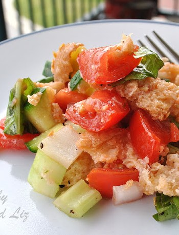 Easy Panzanella Salad by 2sistersrecipes.com