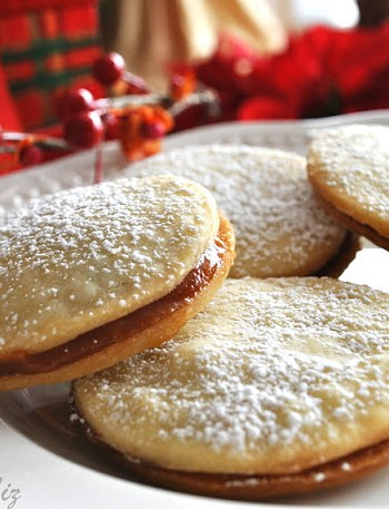 Butter Cookies filled with Dulce de Leche by 2sistersrecipes.com