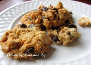 Gluten Free Peanut Butter Chocolate Chip Cookies by 2sistersrecipes.com