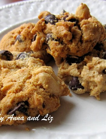Gluten Free Peanut Butter and Chocolate Chip Cookies by 2sistersrecipes.com