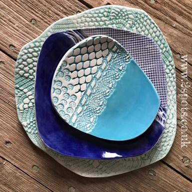 Textured stacking plates