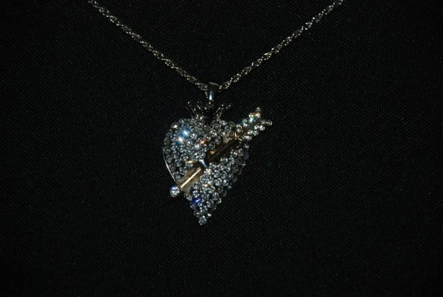 pierced-diamond-heart_glady