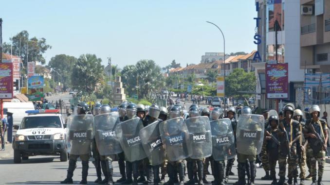 Des policiers antiémeutes