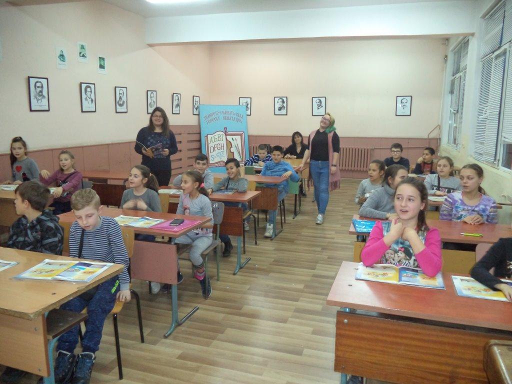 Урок по музика изнесоха ученички от ХІІ клас
