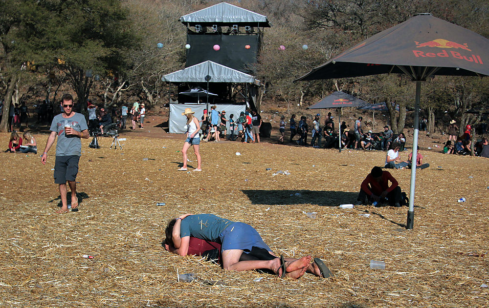 Drunk people making out at OppiKoppi.