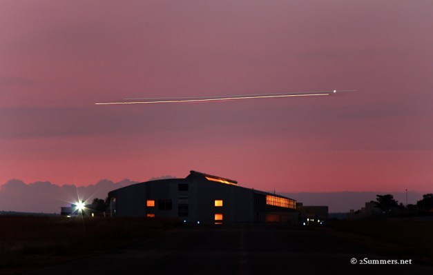 17 ufo over hangar sm