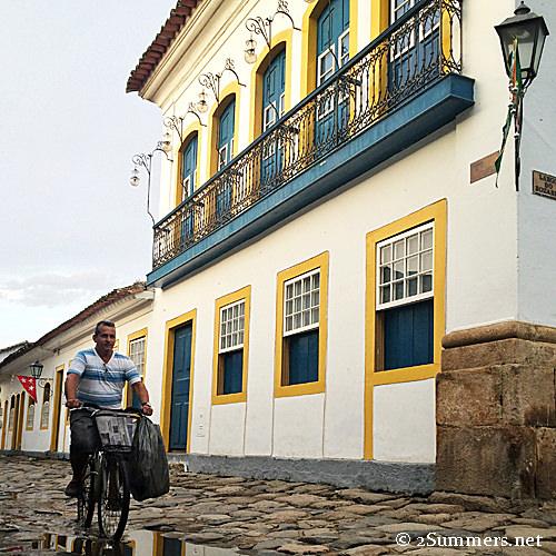 Paraty cyclist