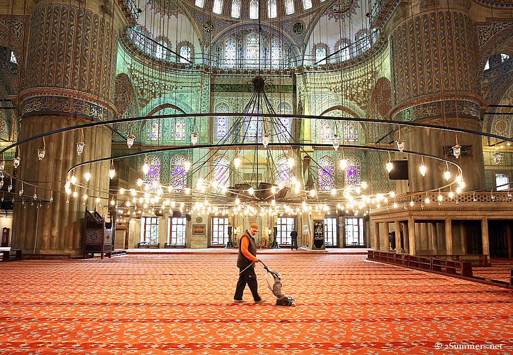 Blue-Mosque-vacuum