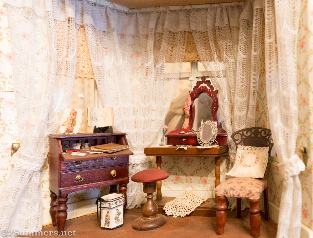 Lindfield doll house alcove