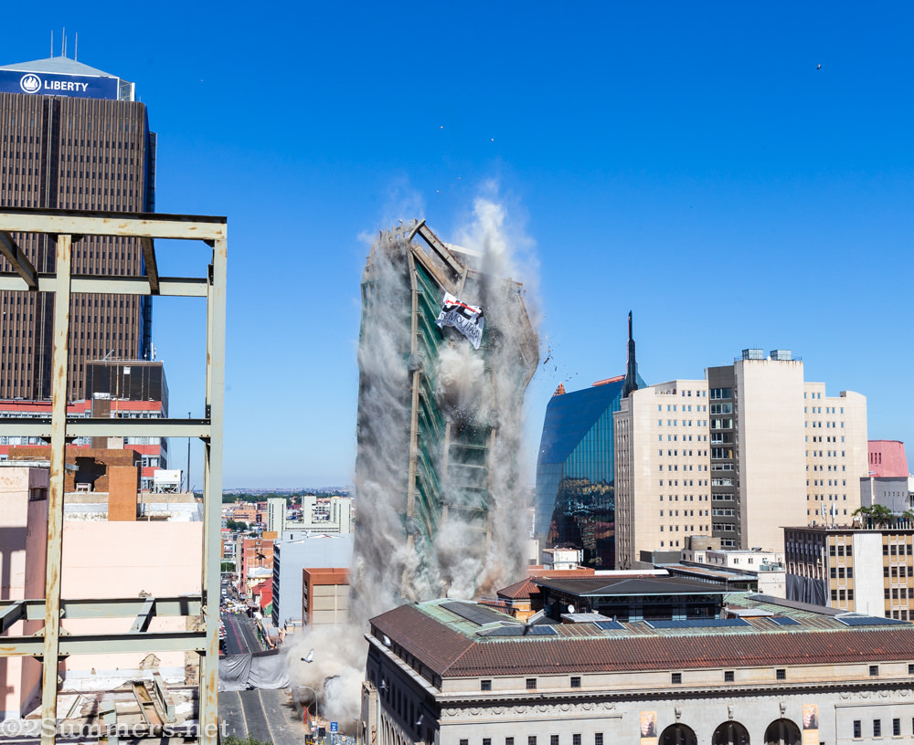 The Bank of Lisbon building implodes