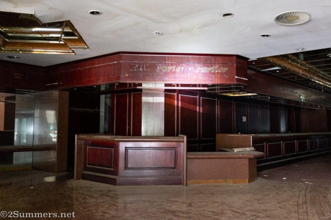 Carlton Hotel loby