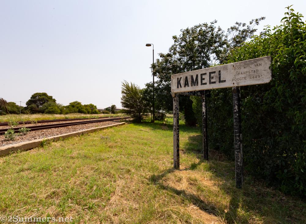 Kameel station sign