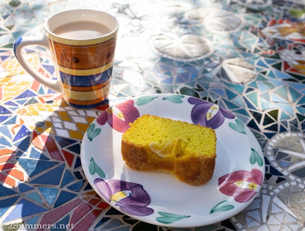 Lemon cake and tea
