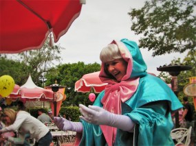 Fairy-Godmother-at-Character-Dining-in-Disneyland