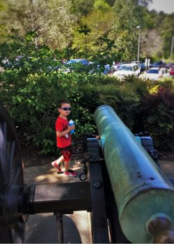 LittleMan at Kennesaw Mountain National Battlefield with cannon 2traveldads.com