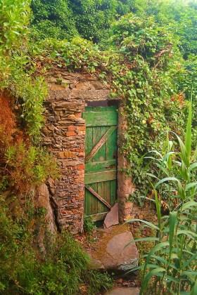 Hidden Doorway Cinqe Terre Italy 1e