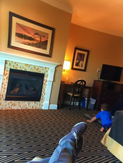 Taylor Family relaxing in Majestic Inn Anacortes 2e